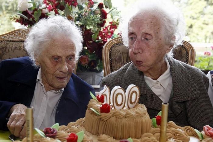 Ешь, пей, люби - 6 неожиданных способов дожить до 100 лет