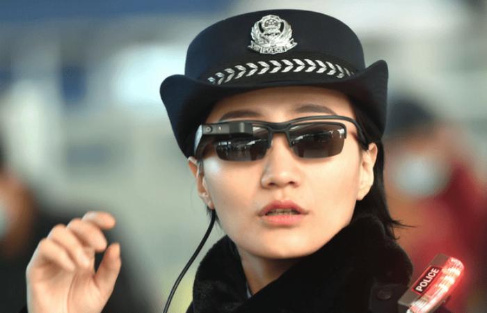 Китайские полицейские получили очки, распознающие преступников