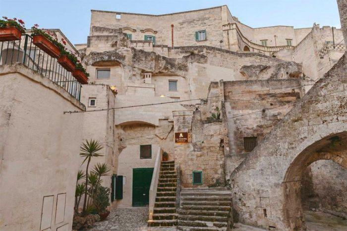 Комфортный отель, выбитый в скале