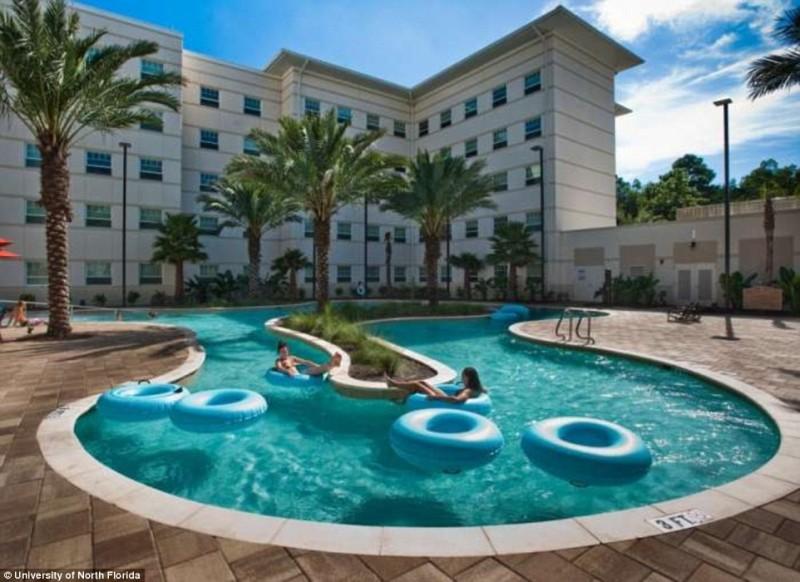 Роскошные студенческие общежития США — с бильярдом, джакузи и кинотеатрами