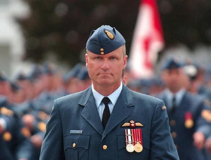 Сценарий для фильма ужасов - Рассел Уильямс офицер ВВС Канады