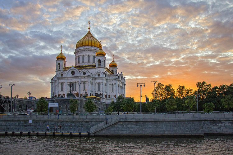 В храме Христа Спасителя прошел молебен об успехе россиян на Олимпиаде