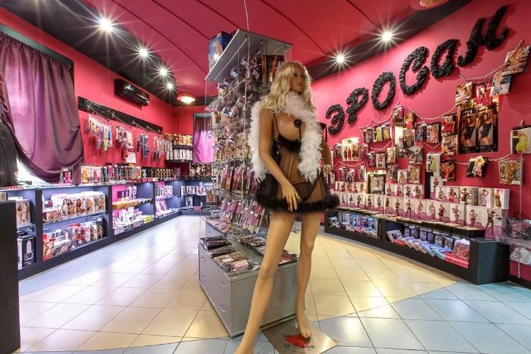 Продавщица интим-магазина отбилась от грабителя огромным фалоимитатором