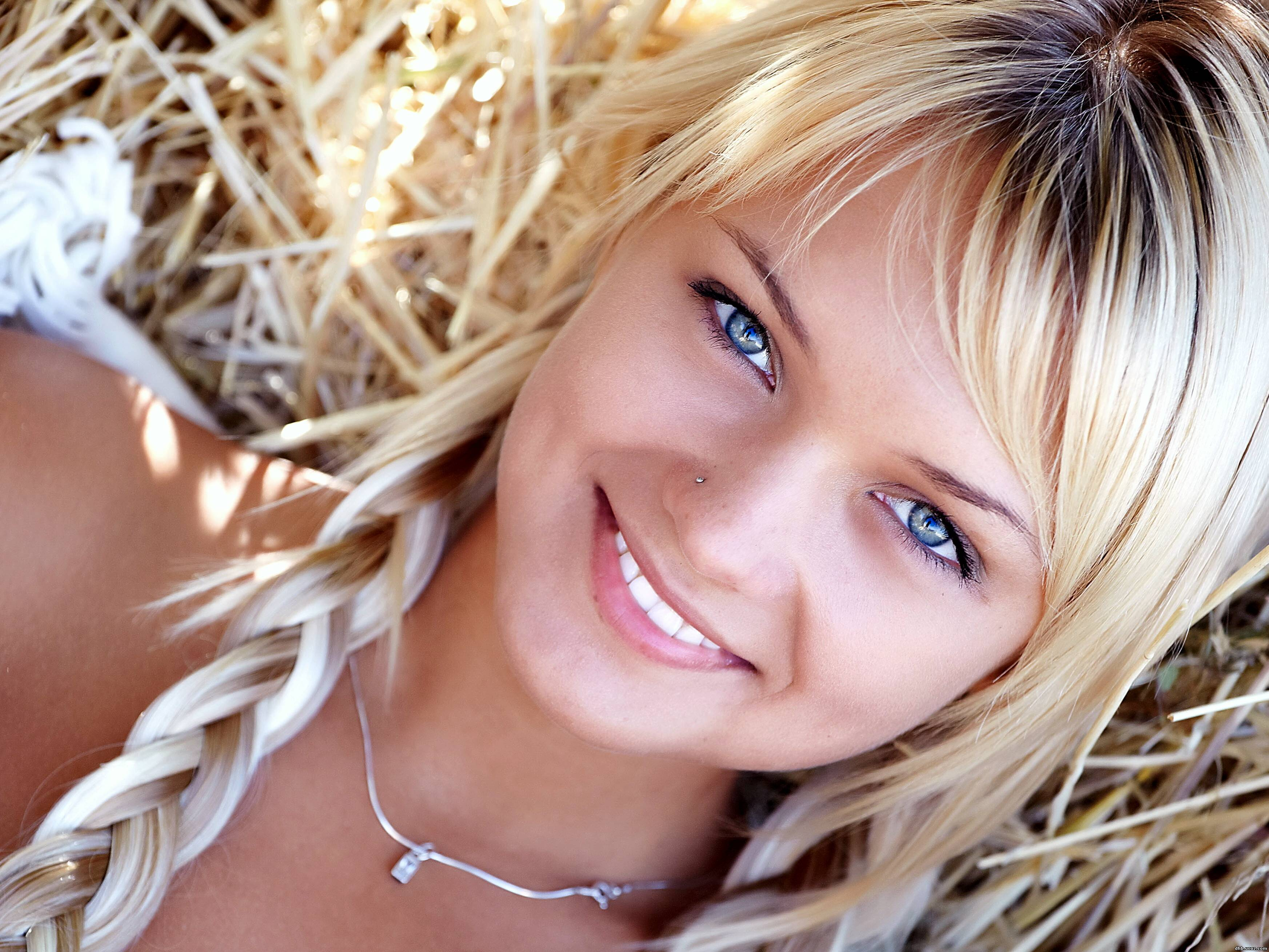 Фото невысокой блондинки издалека 12 фотография